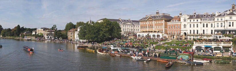 River promenade in Richmond with many people and boats